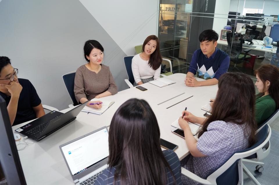 시지바이오 RA파트팀 회의하는 모습